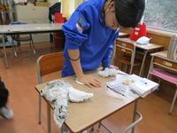 ペタペタ粘土で型をつくり